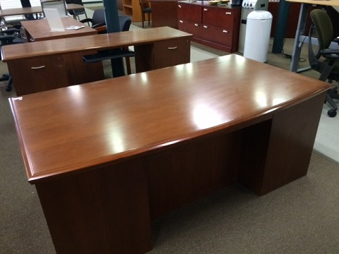 Stow Davis Executive Desk And Credenza Set Surplus